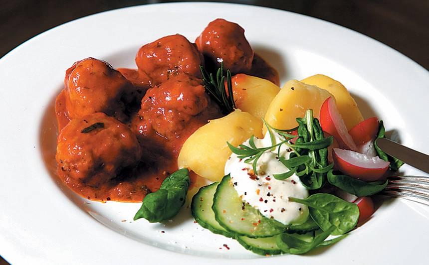 Tefteļi tomātu mērcē recepte