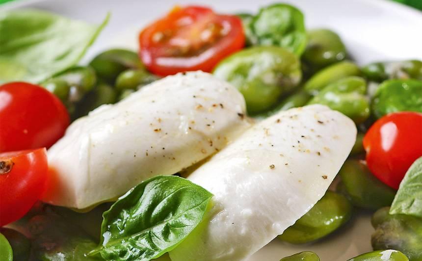 Salāti ar cūku pupām un mocarellu recepte