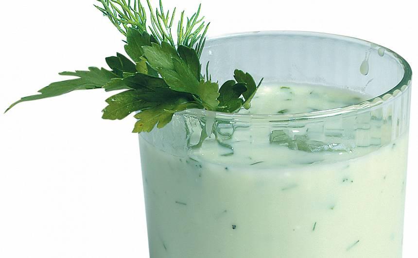 Gurķu sulas un rūgušpiena dzēriens recepte