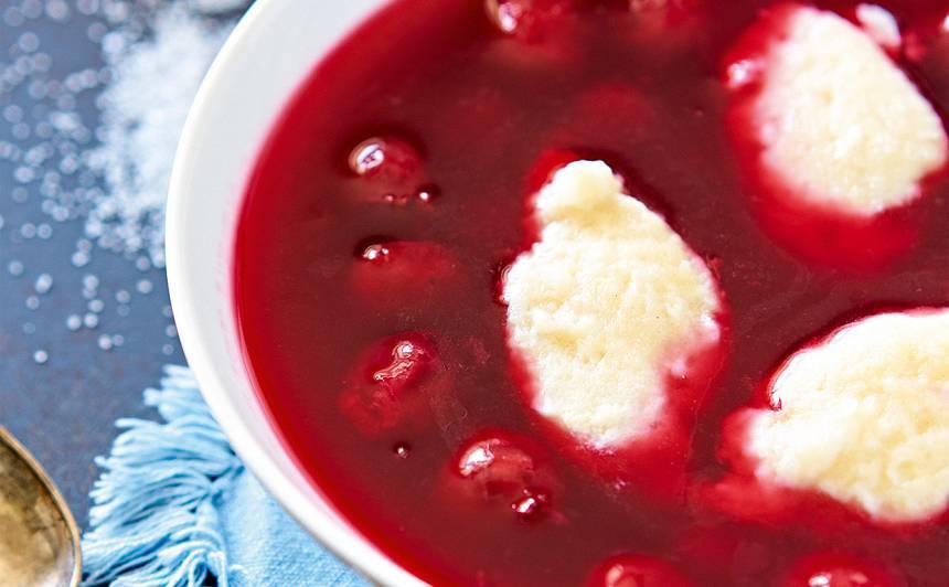 Ķiršu zupa ar biezpiena klimpām recepte
