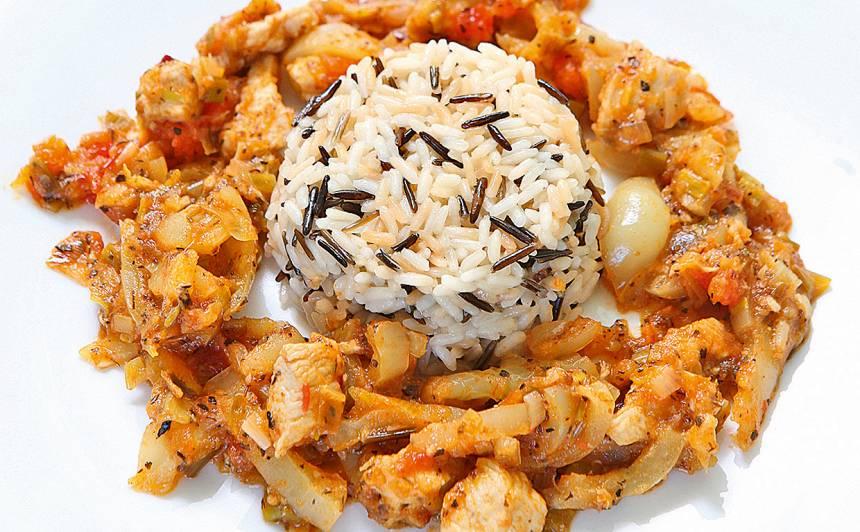 Rīsi ar paprikas mērci receptes