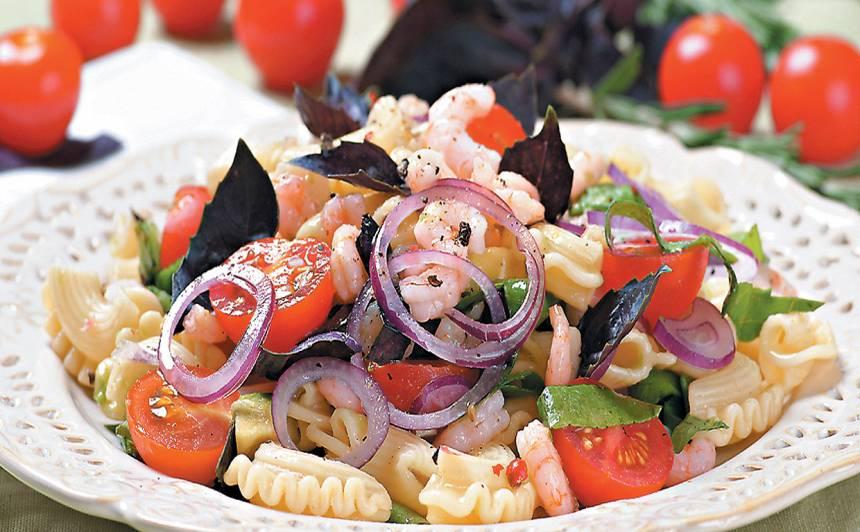 Makaronu salāti ar garnelēm recepte