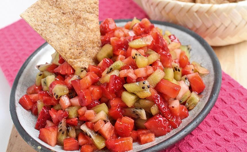Saldie kanēļa čipsi ar kivi, zemeņu salsu recepte