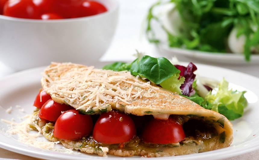 Pesto pankūkas ar tomātiem