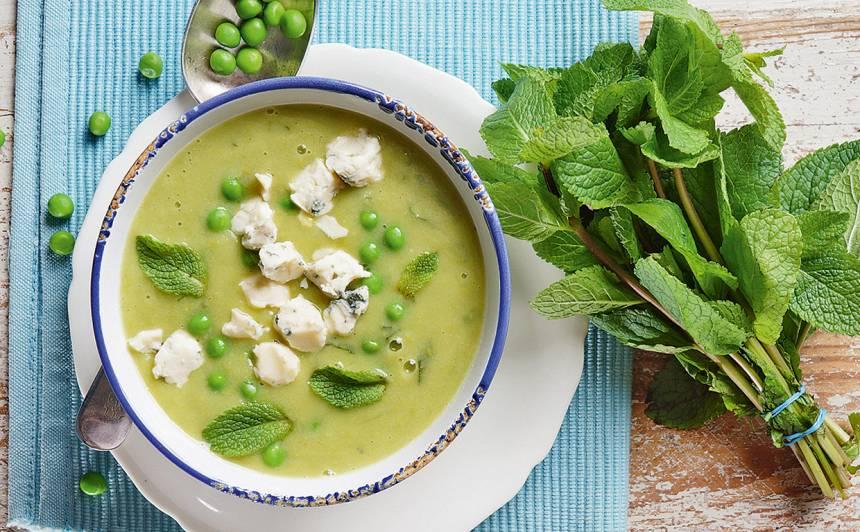 Zirnīšu un piparmētru zupa ar zilo sieru recepte