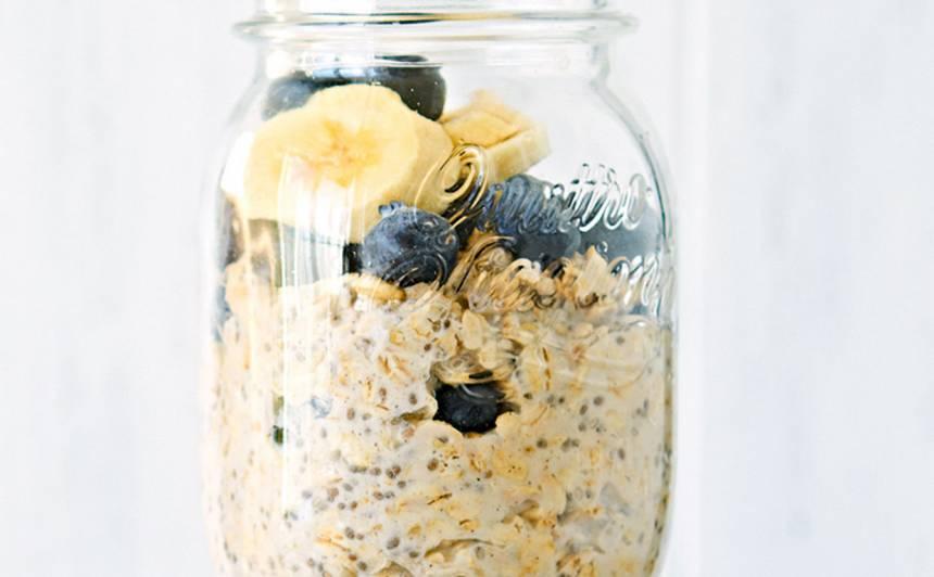 Brokastu burciņa ar auzu pārslu, čia pudiņu recepte