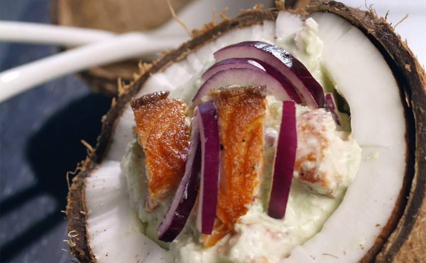 Avokado salāti ar lasi kokosriekstā recepte