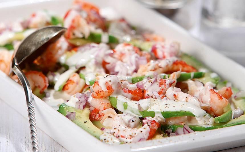Vēžu astīšu un avokado salāti ar kaperiem