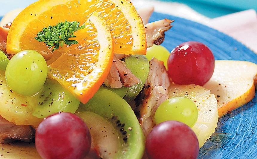 Kūpinātas vistas un augļu salāti recepte