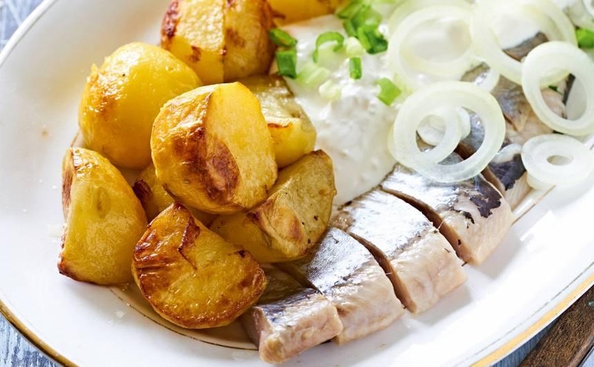 Siļķe ar biezpienu un kartupeļiem