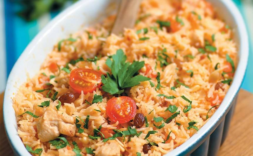 Krāsnī gatavoti basmati rīsi ar vistu