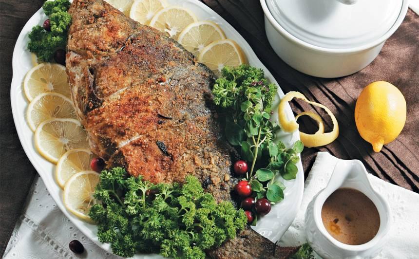 Pildīts karpas cepetis ar malto gaļu recepte