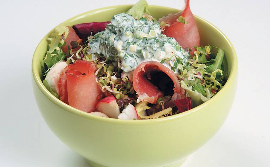 Salāti ar sēnēm un šķiņķi recepte