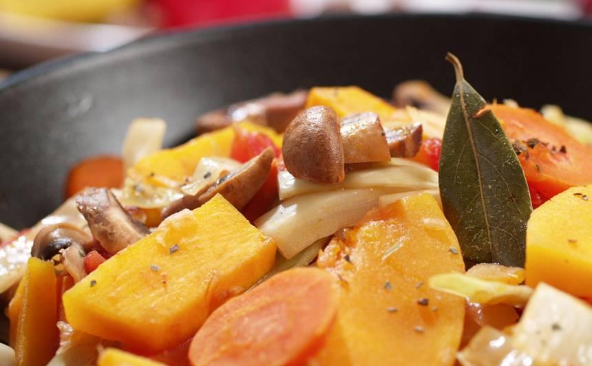 Ķirbju, tomātu sautējums ar kāpostiem recepte