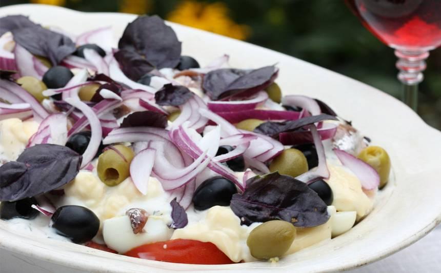 Anšovu, kartupeļu salāti ar olām recepte