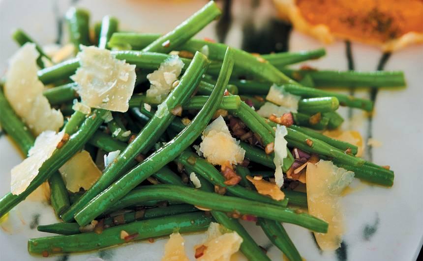 Kraukšķīgie zaļo pupiņu salāti recepte