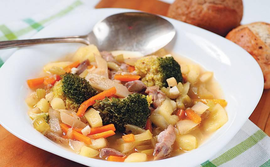 Ātrā dārzeņu zupa ar vistu recepte