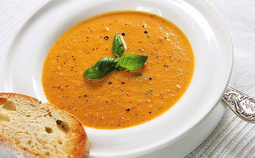 Zilā siera zupa ar tomātiem