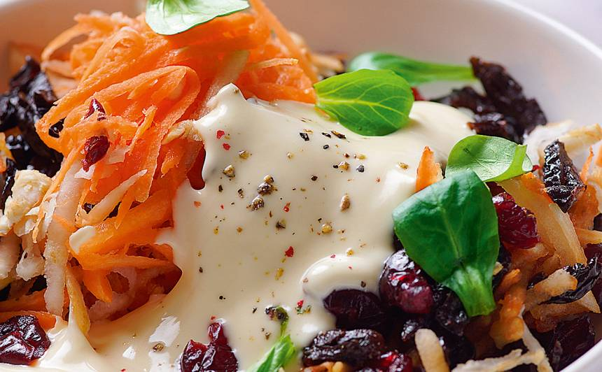 Dārzeņu un žāvētu augļu salāti recepte