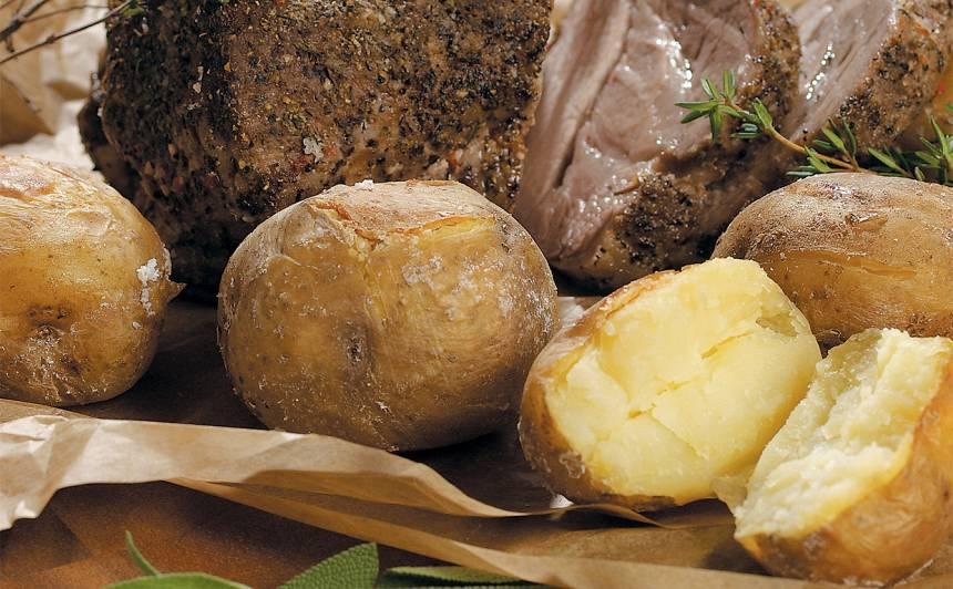 Kartupeļi sāls garozā