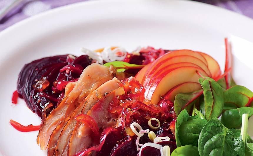Biešu un ābolu salāti <strong>ar vistu</strong>