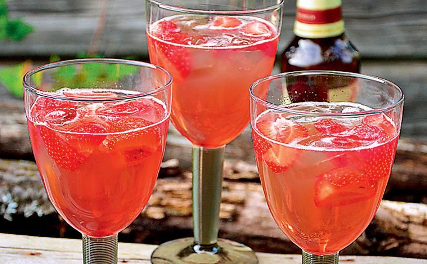 Alus kokteilis ar zemenēm un medu recepte