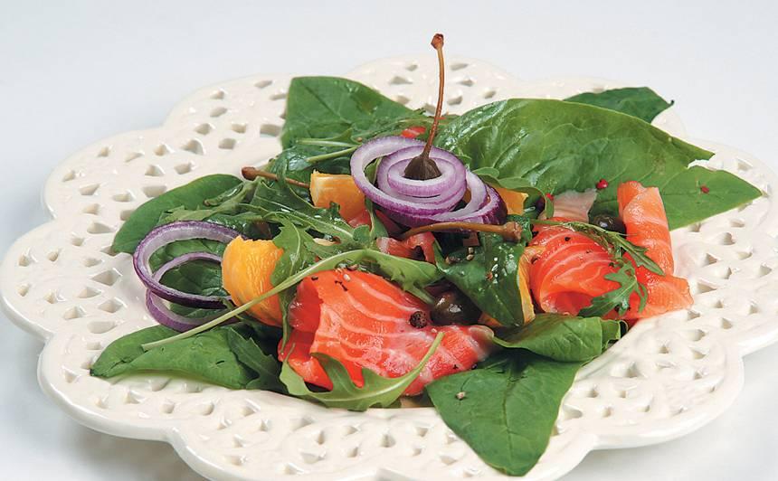 Spinātu salāti ar lasi recepte