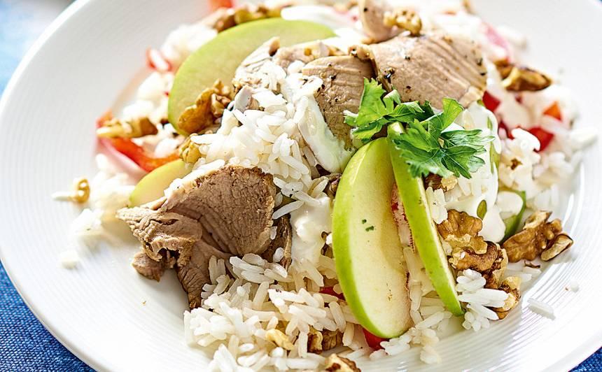 Rīsu salāti ar cūkas fileju un ābolu