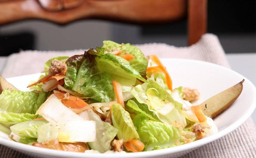 Bumbieru un dārzeņu salāti ar zilā siera mērci recepte