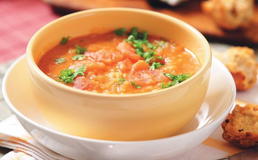 Šķelto zirņu zupa ar grauzdiņiem recepte