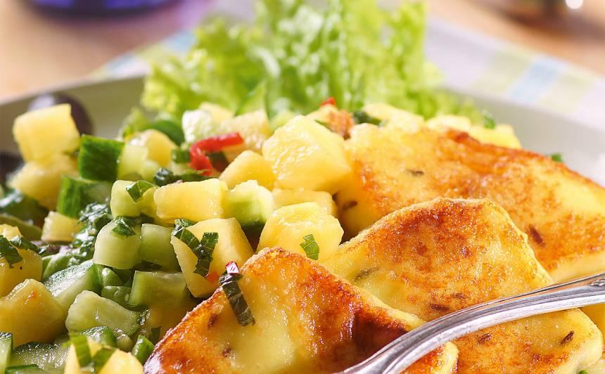 Gurķu un ananasa salāti ar sieru recepte