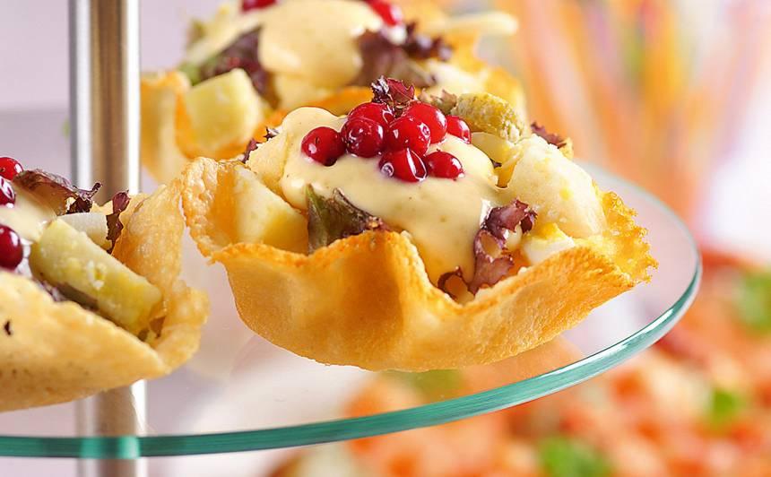 Siera groziņi ar salātiem