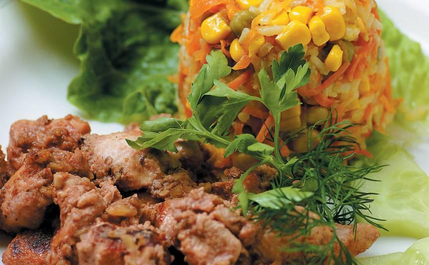Vista valriekstos ar dārzeņu rīsiem, kukurūzu un zirnīšiem
