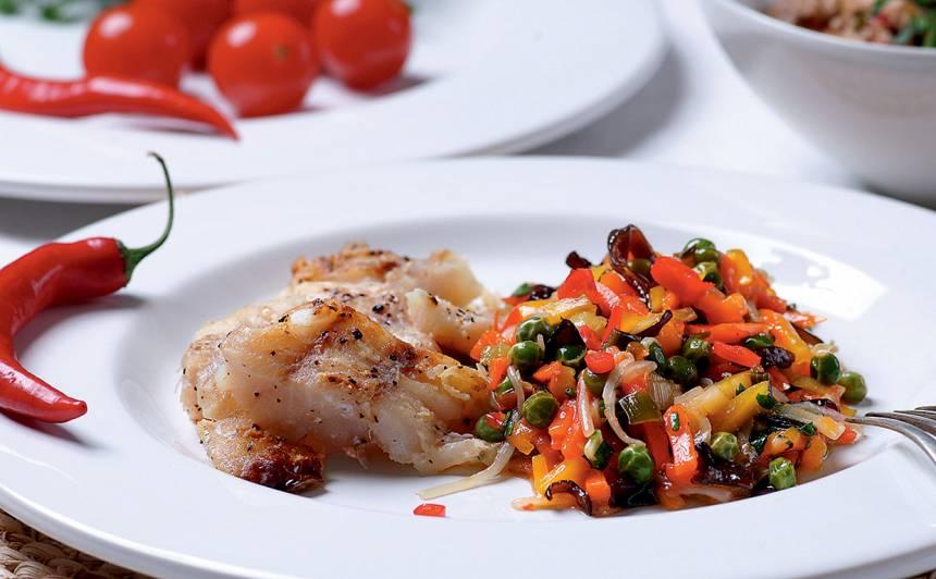 Cepta zivs ar saldētiem dārzeņiem recepte