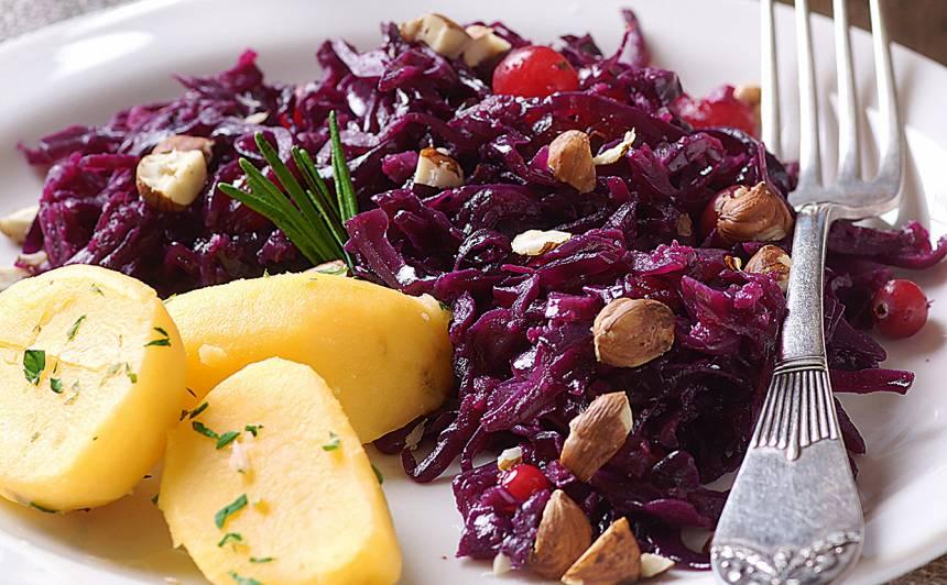 Sautēti sarkanie kāposti ar kartupeļiem recepte
