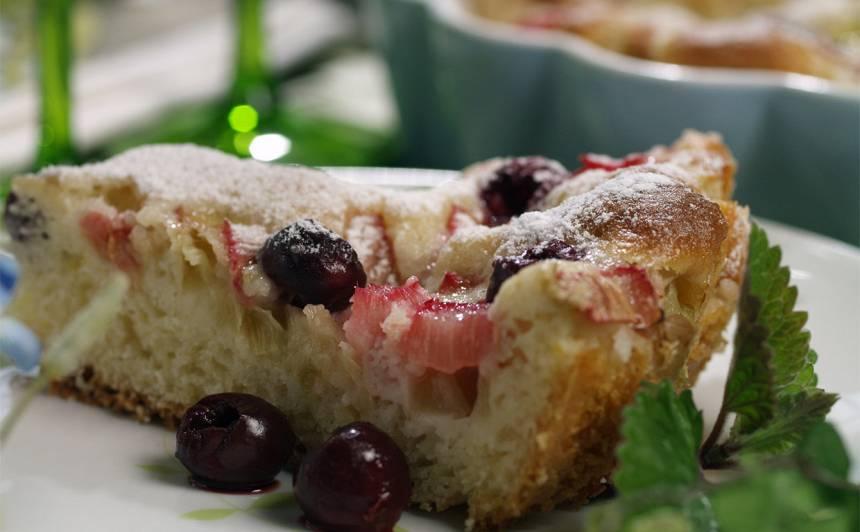 Rabarberu kūka ar ķiršiem recepte