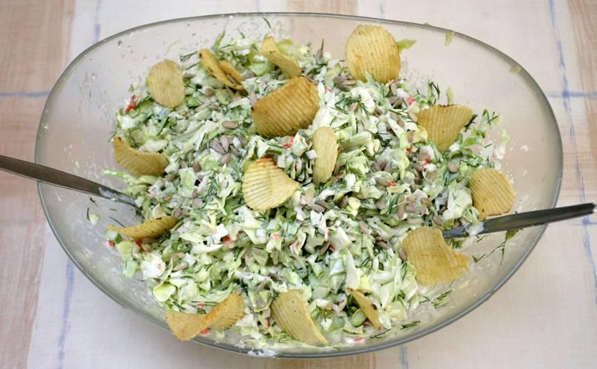 Kāpostu salāti ar krabju nūjiņām recepte