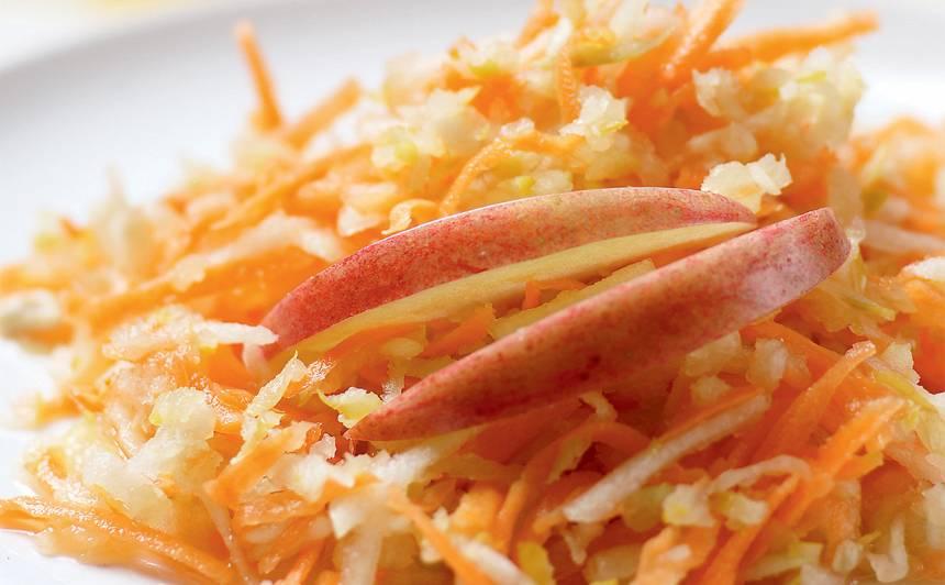 Smalkie cidoniju salāti recepte
