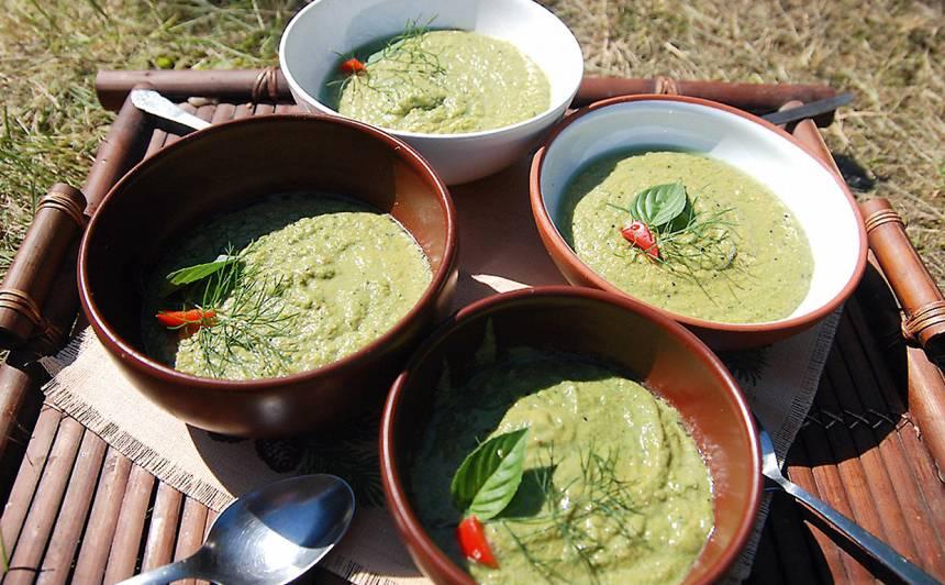 Svaigēdāju avokado un spinātu krēmzupa recepte