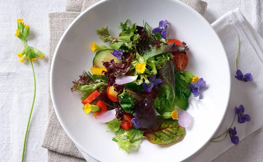 Puķu salāti
