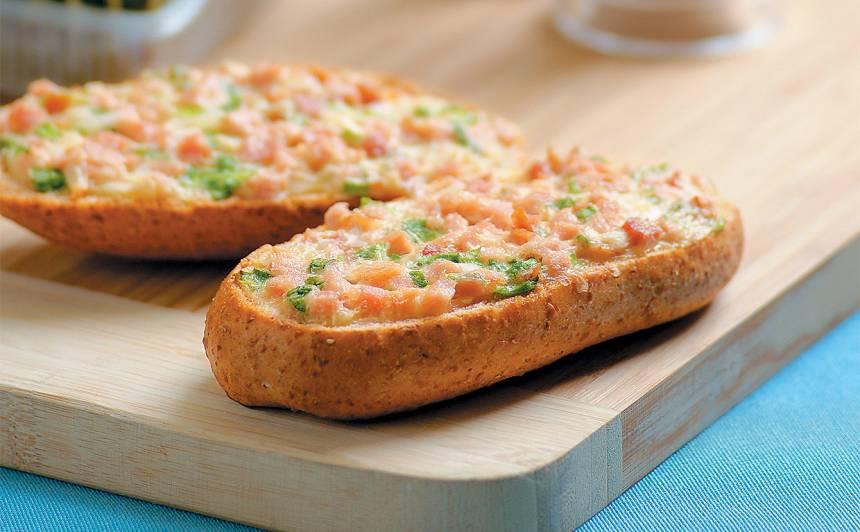 Sātīgā maizīte ar sieru un šķiņķi recepte