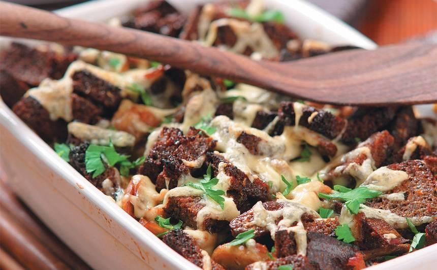 Sacepums ar malto gaļu un sēnēm recepte