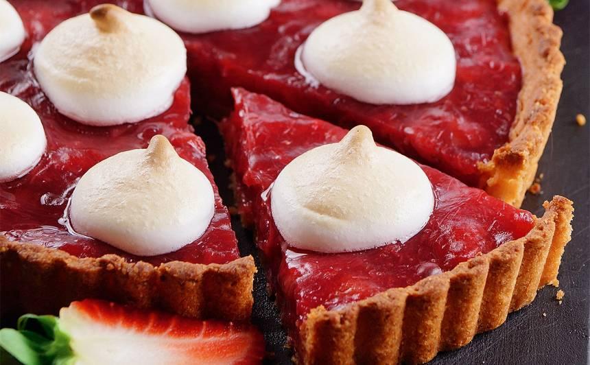 Rabarberu kūka ar zemenēm un bezē recepte