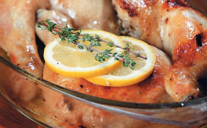 Ceptas vistas kājas ar citronu un timiānu recepte