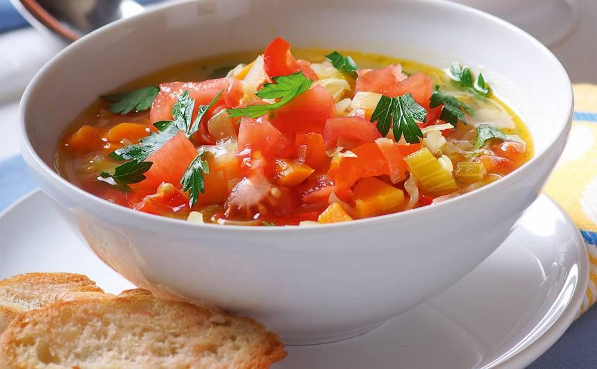 Dārzeņu zupa ar ķiploku grauzdiņiem recepte