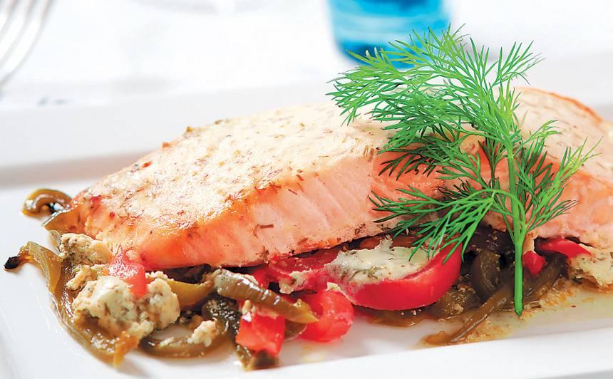 Zivs ar papriku, tomātiem un baltvīnu recepte