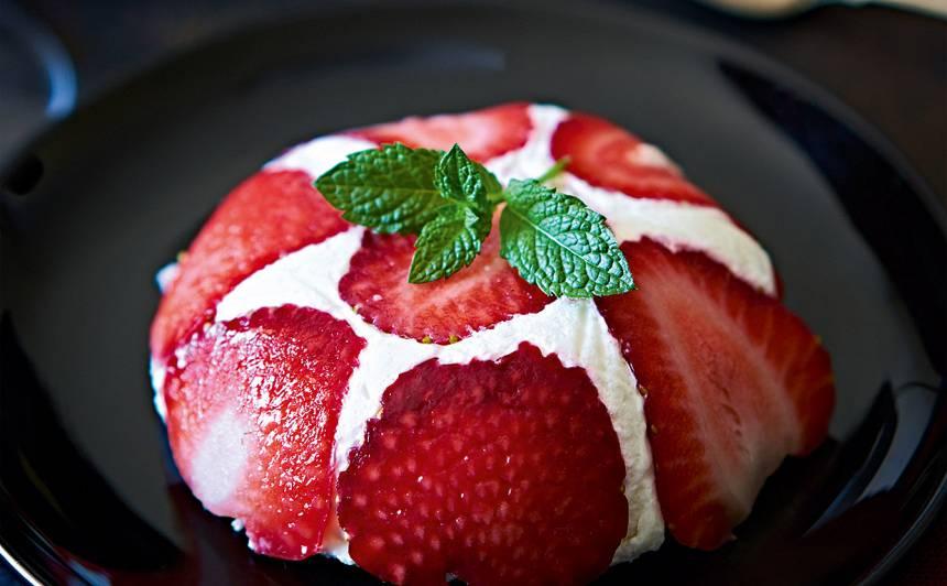 Zemeņu deserts ar marcipānu recepte
