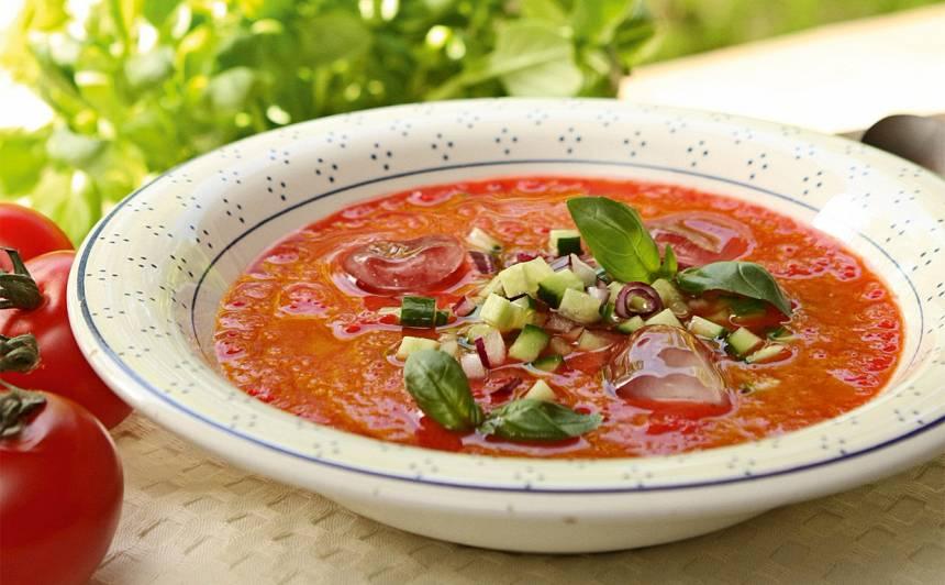 Tomātu un zemeņu aukstā zupa recepte