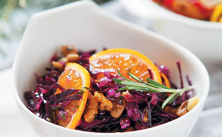 Sarkano kāpostu salāti ar apelsīnu