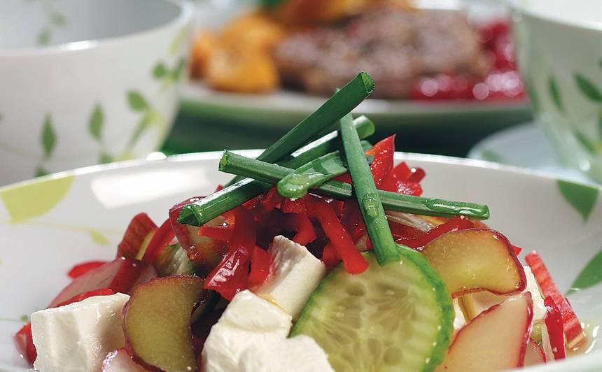Rabarberu salāti ar redīsiem recepte